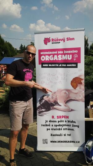 Adam na dni ženského orgasmu na koupališti ve Vřesině