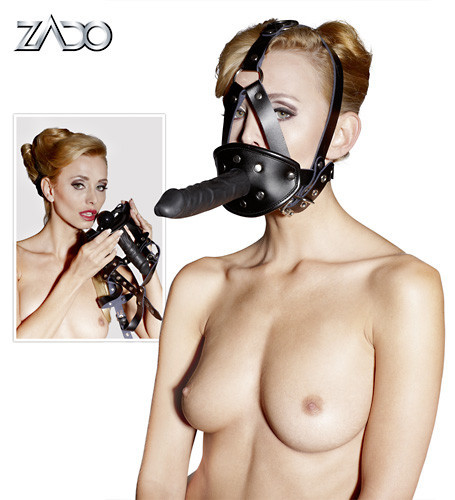Kožená maska s dildem.