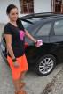 Dominika a samolepka na auto