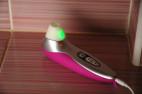 Womanizer PRO40, na nabíječce svítí zeleně