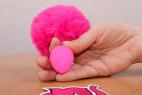 Anální kolík Pinky Bunny – s rukou