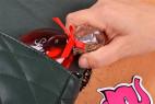 Parfém Obsessive Sexy – lahvička uvnitř tašky