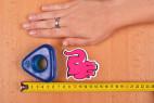 Erekční kroužek Triangle Ring, vedle ruky a metru