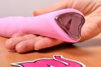 Silikonový vibrátor Pink Lover, v ruce