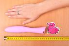 Silikonový vibrátor Pink Lover, celková velikost s rukou