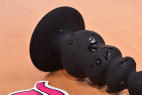 Anální kolík Black Cascade s přísavkou, na stole