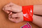 Bondážní páska Rouge – svázané ruce páskou