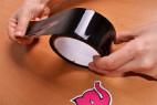Bondážní páska Noir – odbalování pásky