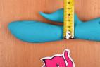 Silikonový vibrátor Tiffany Dream – měříme šířku vibrátoru včetně výběžku