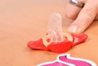 Wingman kondomy – kondom bez obalu se sponou