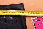 LateX kalhotky s dildem Glossy – přiblížené foto metru