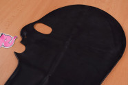 LateX maska se třemi otvory – na stole