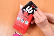Wingman kondomy – vytahování kondomu z krabičky